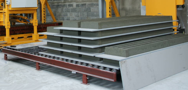 Teksam pancast machine producing hog and cattle slats that allow for direct stacking of fresh slats on top of each other