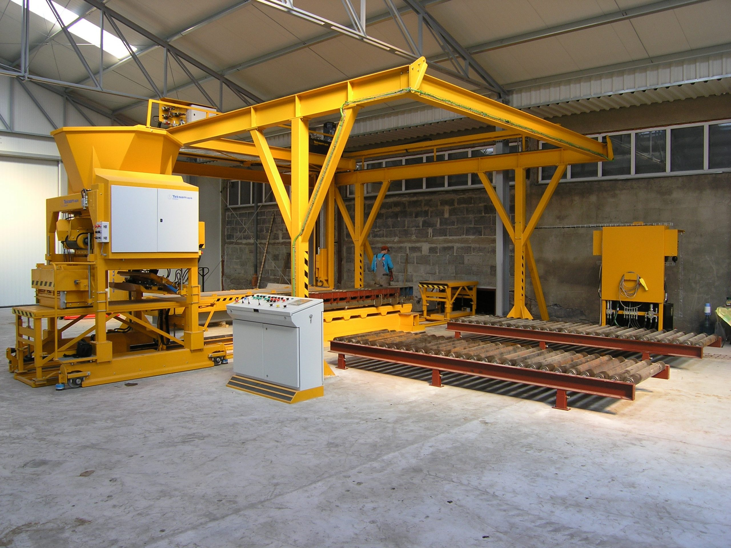 Machine for production of hog and cattle slats