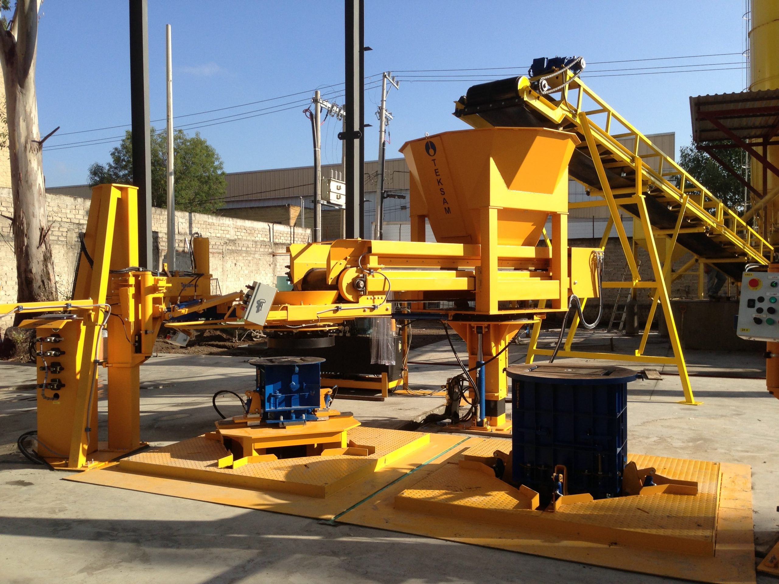 Teksam dual station producing pull boxes and pits